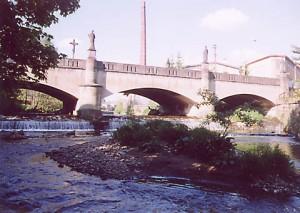 kamenný most přes Zdobnici